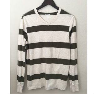 Old Navy Classic V-neck long sleeve Tee